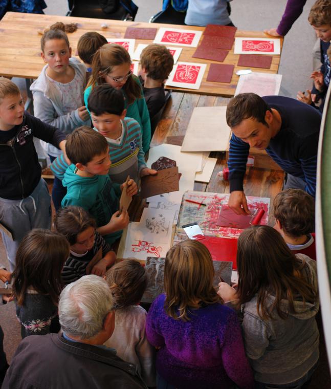 Ateliers linogravure Spig linocutfactory Stéphane Gétas : ateliers mobiles linogravure et illustration salon du livre albert 2015