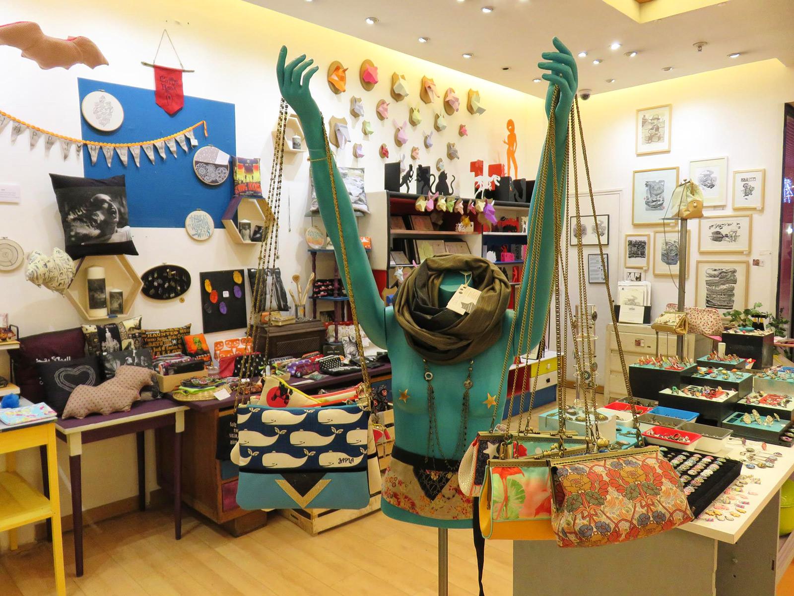exposition permanente et d pot vente linogravure originales boutique ph m re centre meriadeck. Black Bedroom Furniture Sets. Home Design Ideas